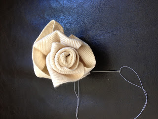 DIY tutorial for Jute Webbing Flowers